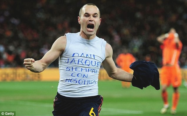 andres iniestas tribute to dani jarque with world cup final t shirt